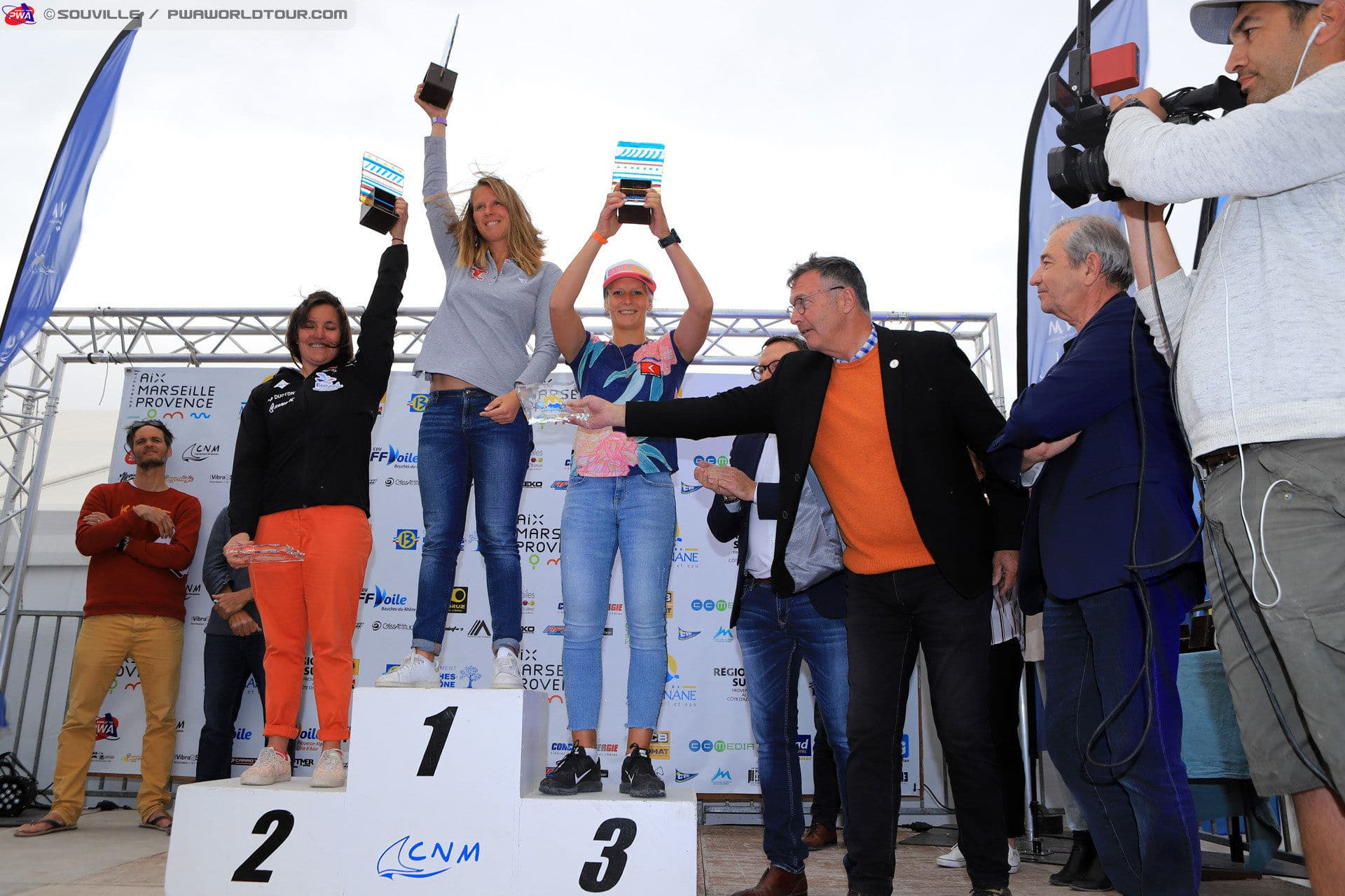 2019-PWA-Windsurf-World-Cup-podiums_girls_price