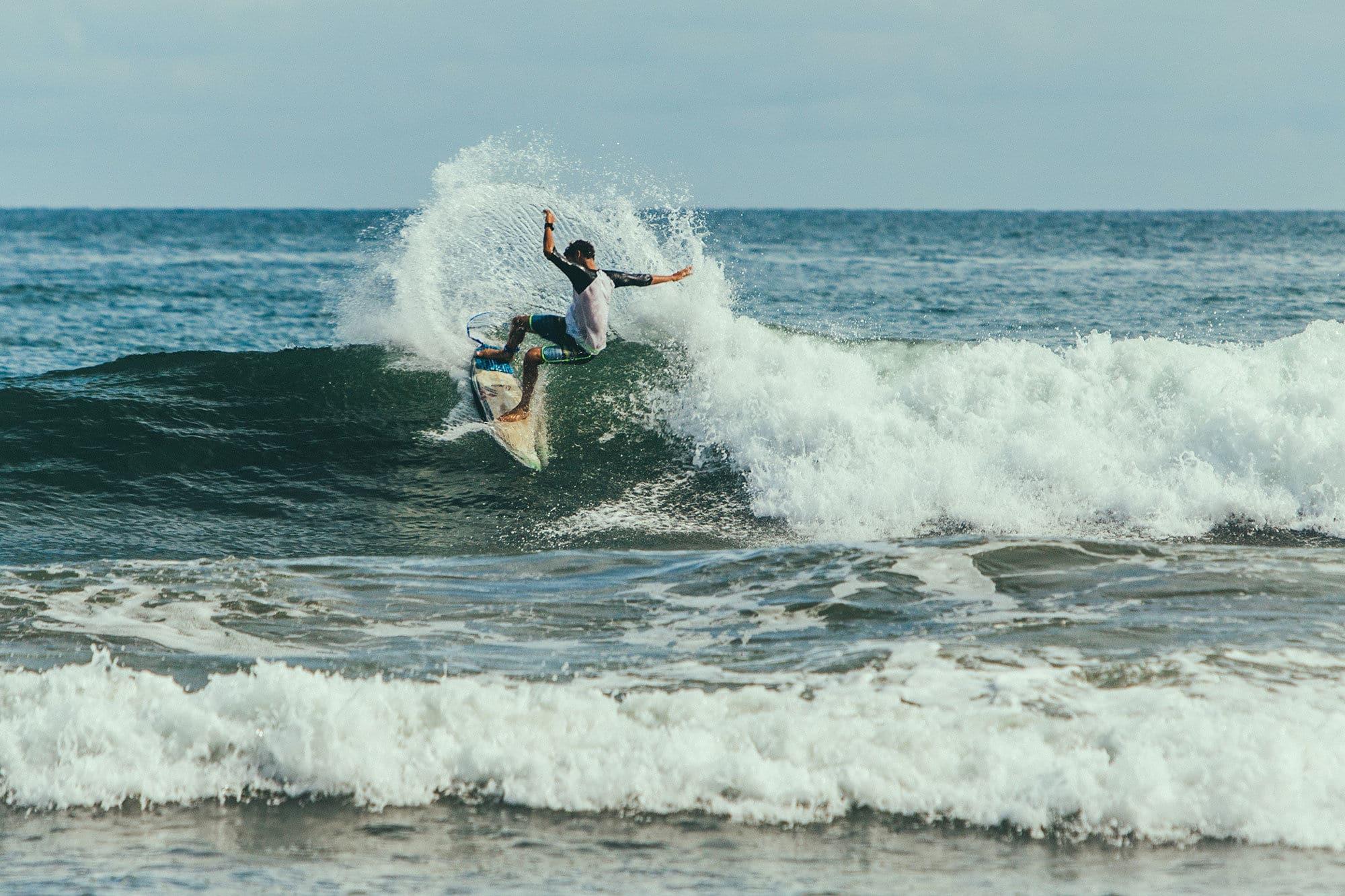 sports nautiques-surfer