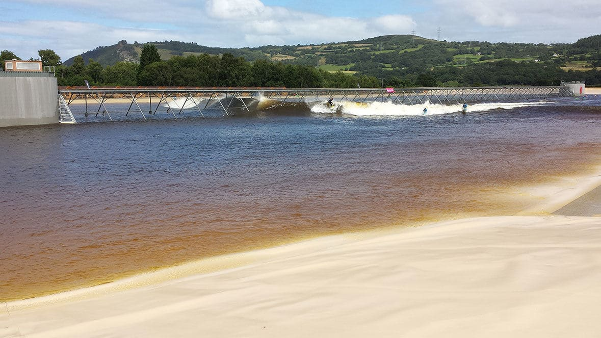 surf-snowdonia-wavepool-board