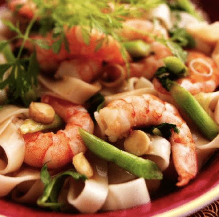Pasta salad with shrimps and avocados