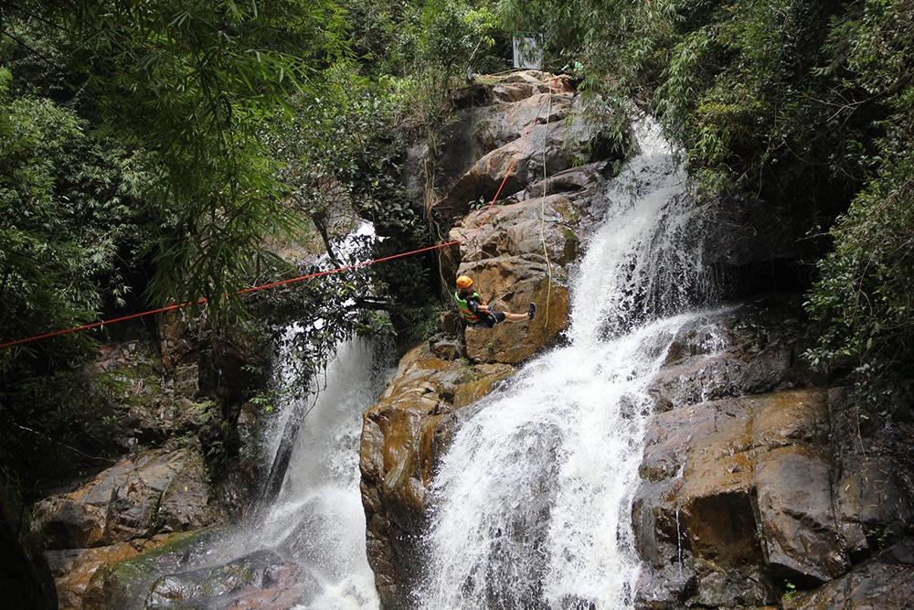 dalat-vietnam-canyoning-spotyride