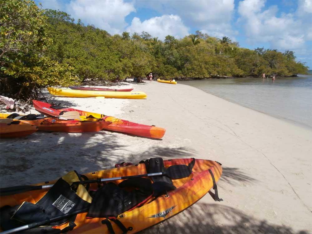 Madinina-kayaks-spotyride
